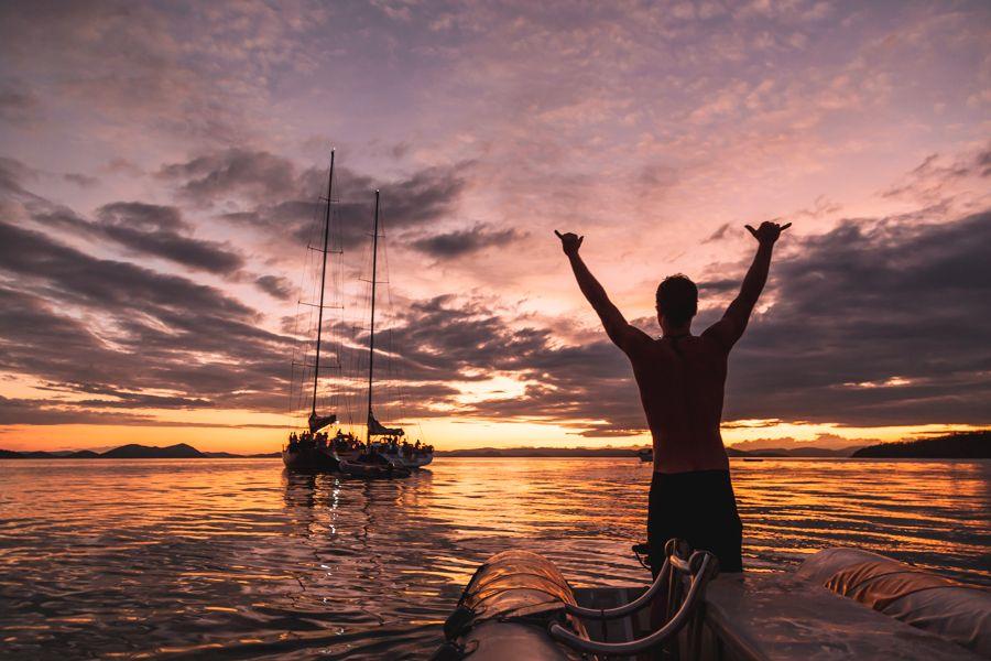 Adventure Sailing in the Whitsundays, Sunset Raft up