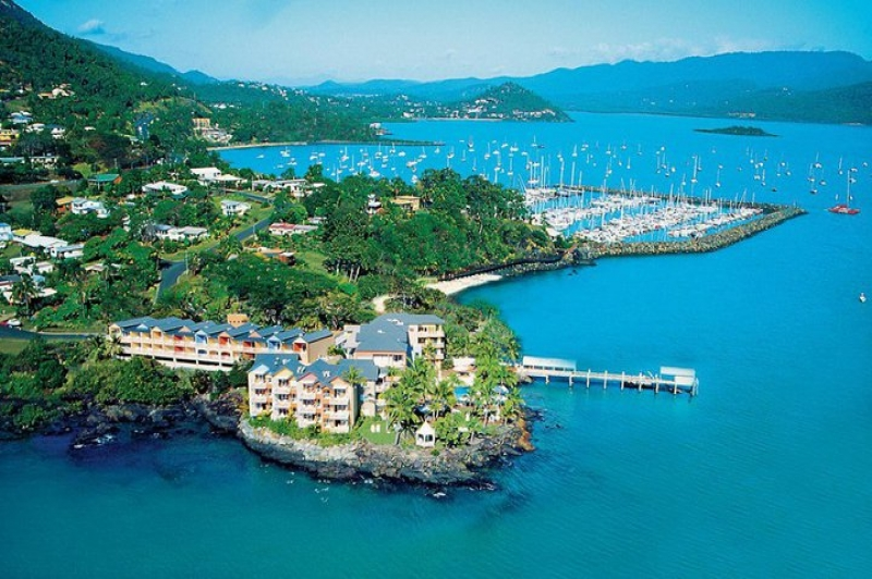 Accommodation in the Whitsundays. Airlie Beach. Coral Sea Resort.