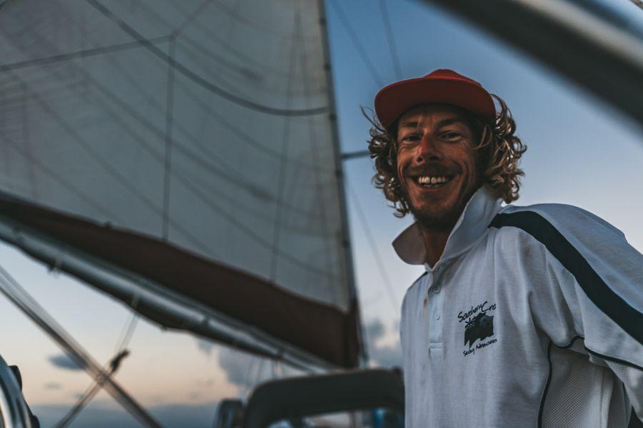 maxi sailing, whitsundays, backpackers